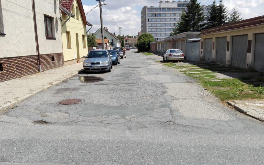 Silnice a chodníky ve špatném stavu