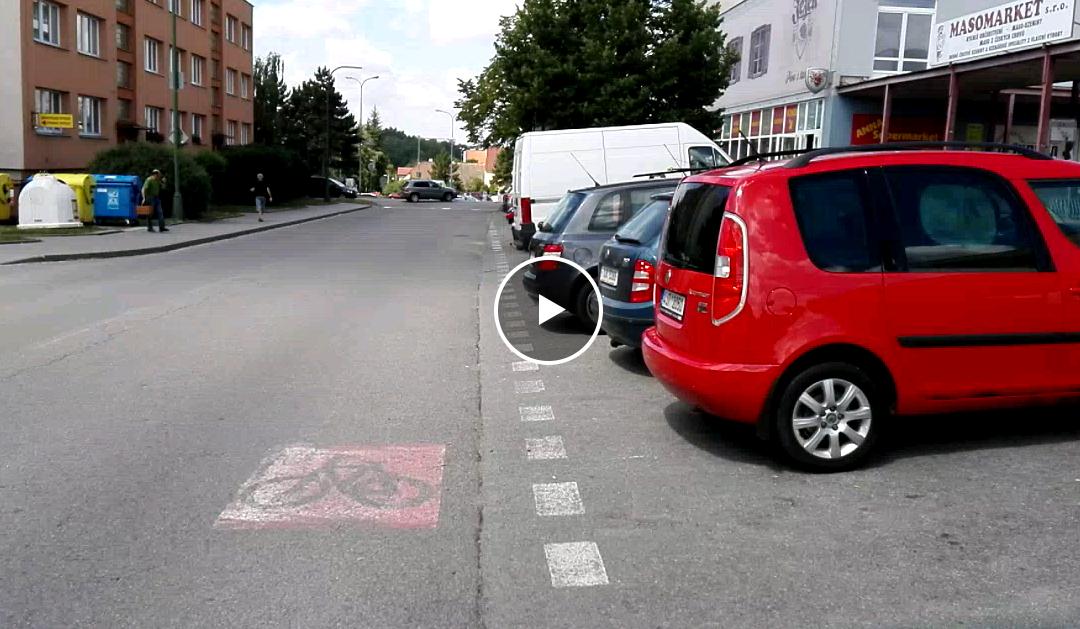 Nevhodný cyklopruh na ulici Modřínová
