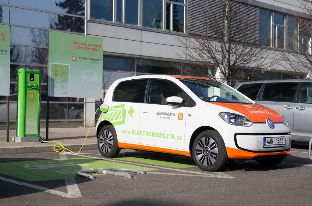 Skupina automobilek chce vytvořit evropskou síť dobíjecích stanic, v ČR investuje hlavně ČEZ
