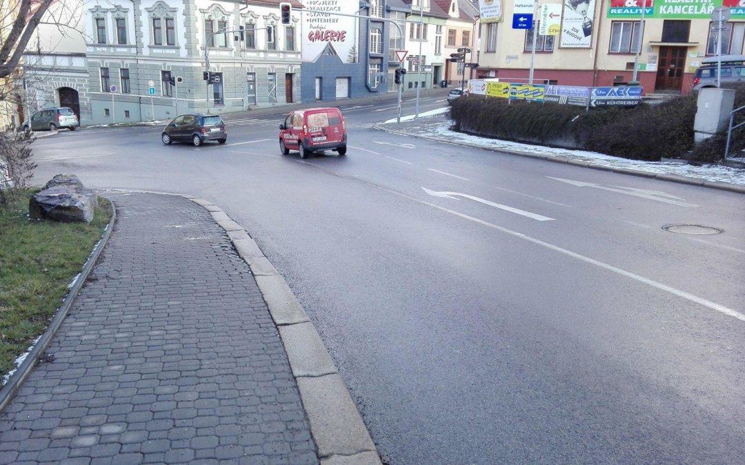 Chodník na ulici Nádražní bude i nadále problematický