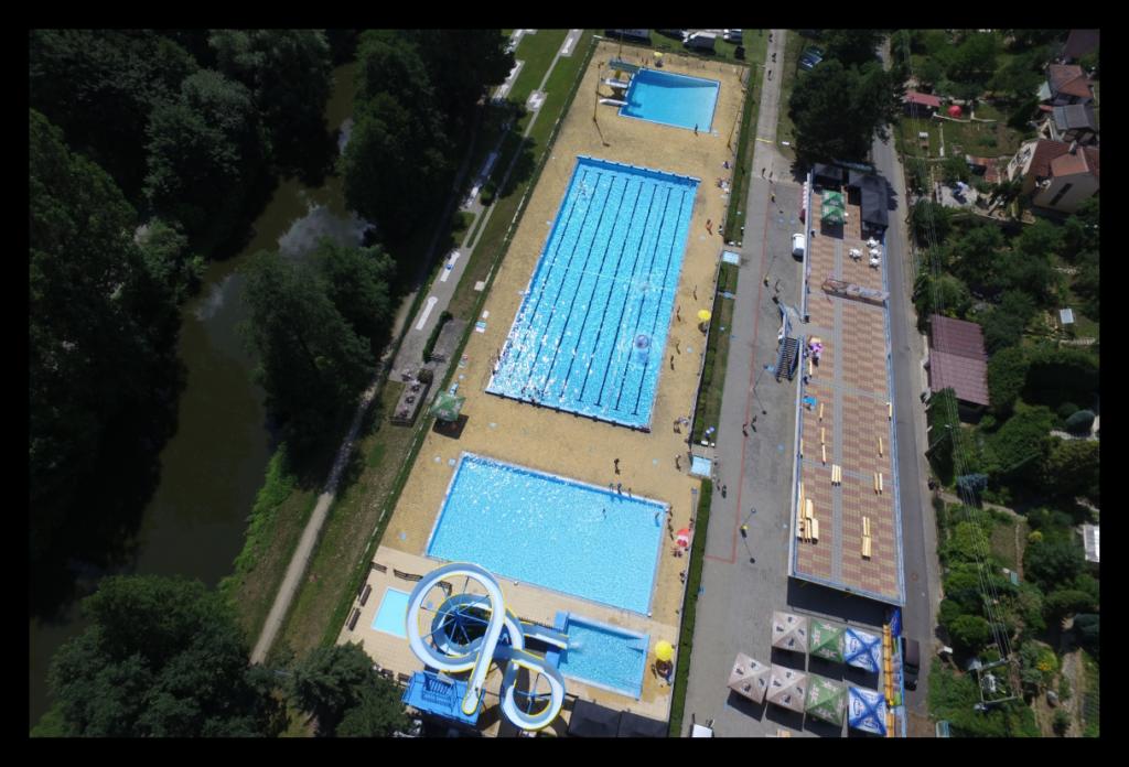 Letecký pohled na areál Polanka