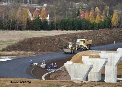 Poslanci schválili zákon, který zrychlí stavbu klíčových silnic i železnic