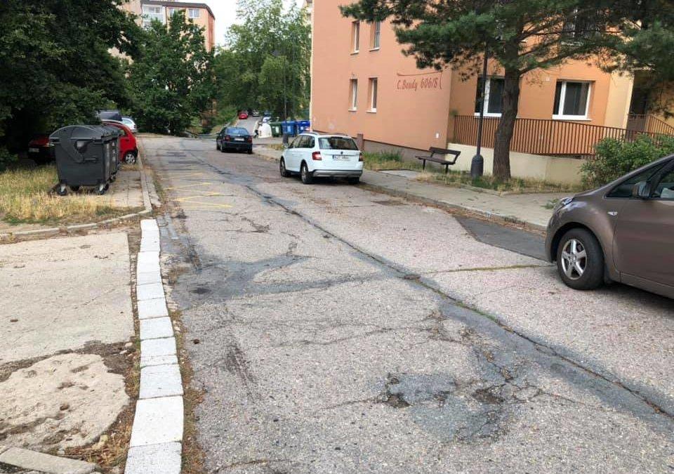 Ulice C. Boudy je v dezolátním stavu. Kdy přijde náprava?