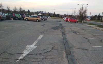 Zbytečné problémy na parkovišti u polikliniky